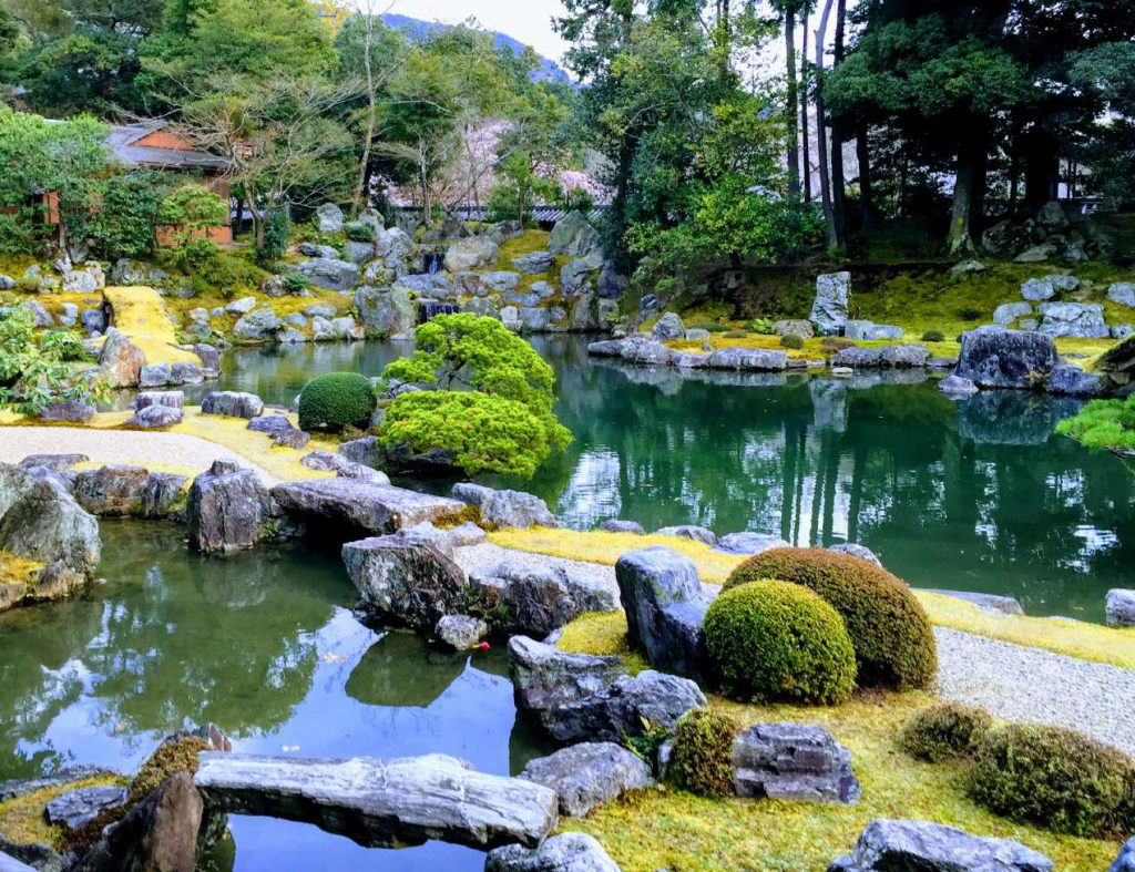 醍醐寺 三宝院 桜の花見のために豊臣秀吉自ら地割り(デザイン)した庭。