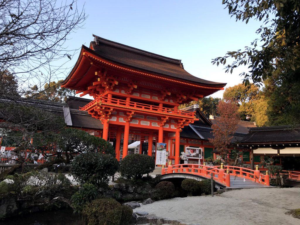 建築物は重要文化財が34あります 明治以降は式年遷宮はしていない。塗り替えのみ。