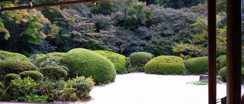 建物や庭 10 の要素を凹凸窠十境と見立てた。