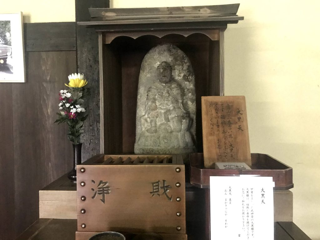 曼殊院で一番古い甲冑を着た大黒天様。福徳と寿命を授けてくださいます。