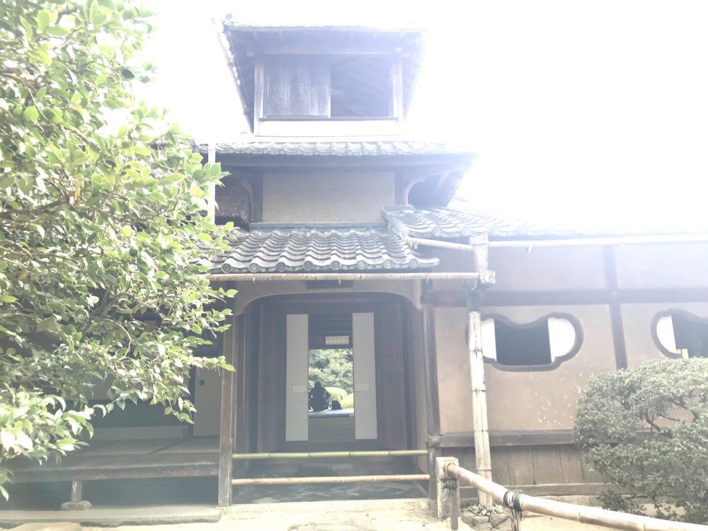 詩仙堂玄関上は当時としては珍しい3階建