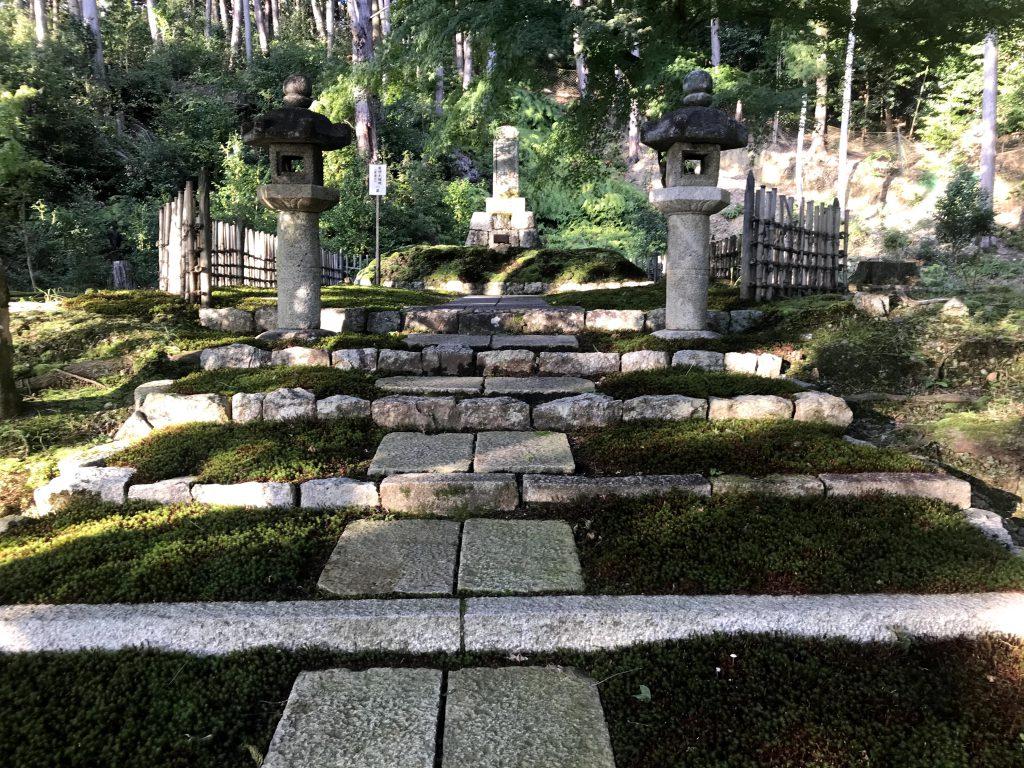徳川家康の葉が植えられている御廟