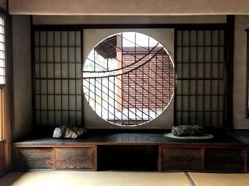 光明院・珍しいでしょうこの編み方こんな丸窓