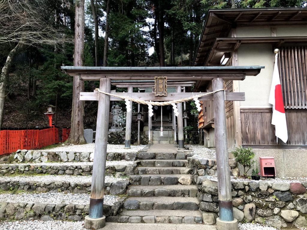 御髪神社 日本で唯一の髪の神社 絵馬には有名人のお名前
