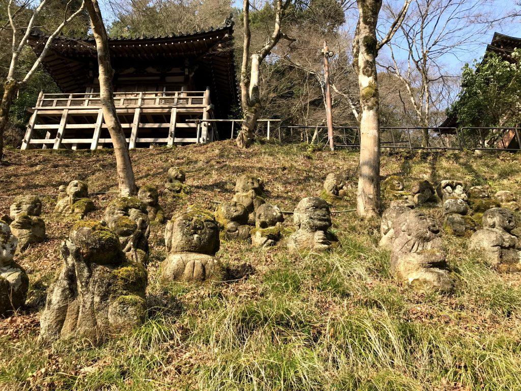 仏像は西村公朝が指導しながら一般の方が作った
