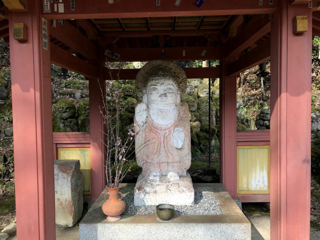 西村公朝作成のお釈迦様は素朴でほっとする。